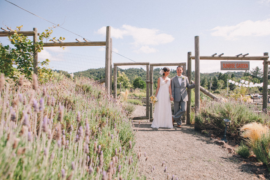 mayacamas ranch wedding photographer j wiley photography rustic elegant wedding colorful candid barn vineyard napa calistoga wine country california destination wedding photographer-6277