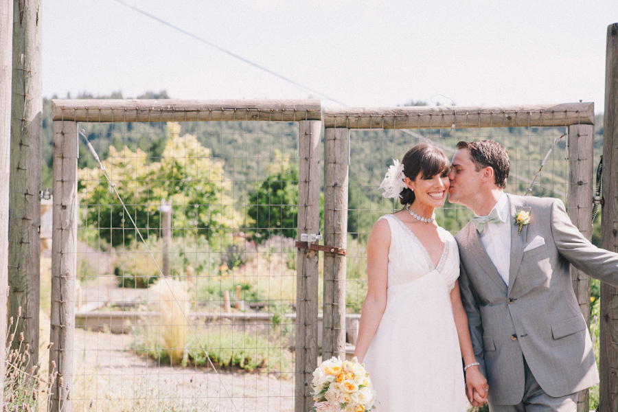 mayacamas ranch wedding photographer j wiley photography rustic elegant wedding colorful candid barn vineyard napa calistoga wine country california destination wedding photographer-6284