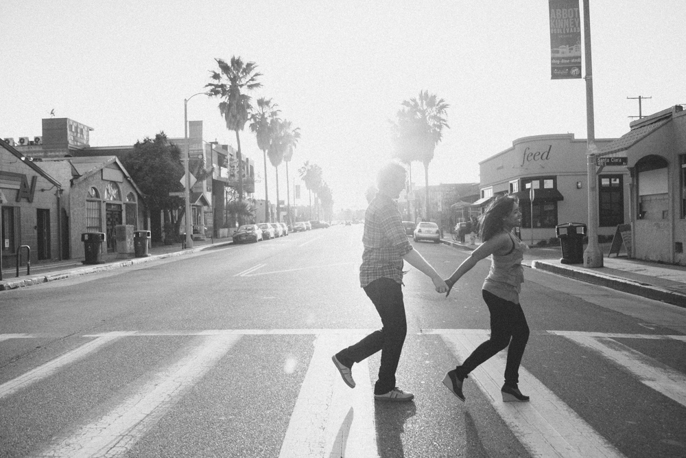 venice beach engagement photos los angeles wedding photographer quirky offbeat nontraditional fun candid modern playful engagement photographer -1164